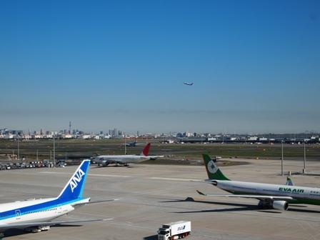 haneda airplane.JPG